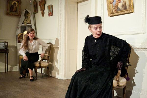 Eileen Nicholas in Anastasia (c) Jack Ladenburg