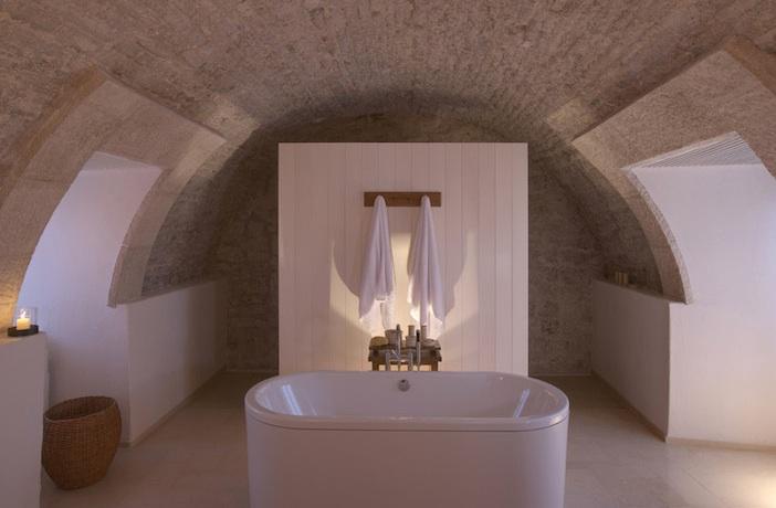Sveti Stefan cottage bathroom