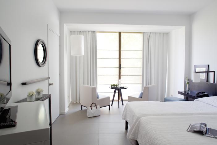 Almyra room