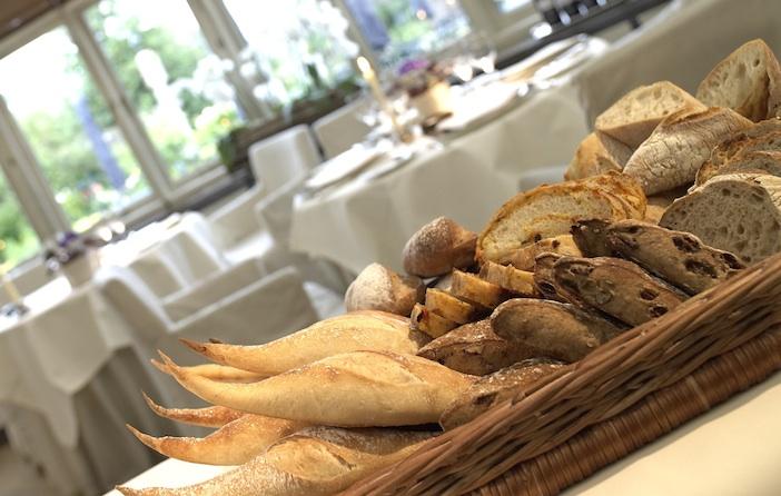 Le Manoir bread basket